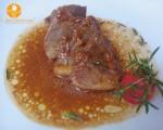 Carne de porc inabusita cu sos de smantana dulce si vin